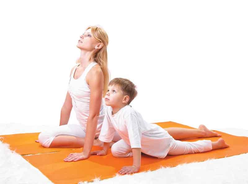 Mom-child-yoga