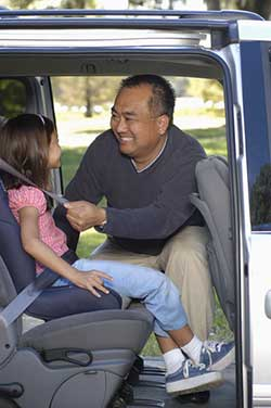 dad_buckling_car_seat5116017-541x360