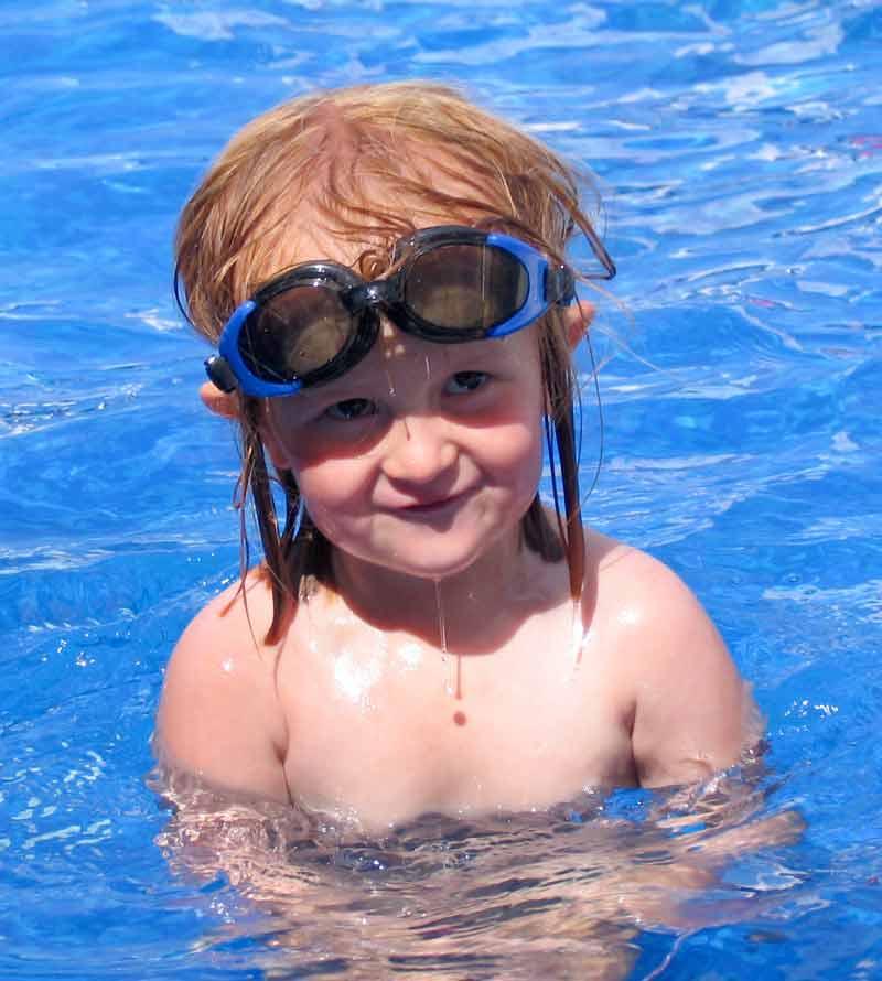 kid_swim