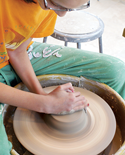 pottery-wheel-abigail
