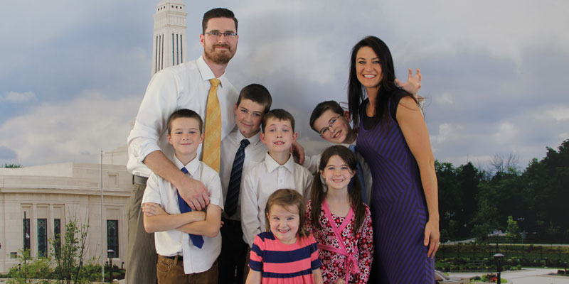 Josh and Jackie Droughon with their six children: (clockwise from left) Kade 12, Brayden 13, Jaxcon 9, Josh 11, Sommer 8, and Chloe, 5.