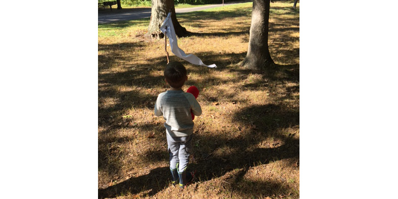 ONLINE_-Building-A-Wind-Flag-at-Tinkergarten-to-Discover-the-Force-of-the-Wind