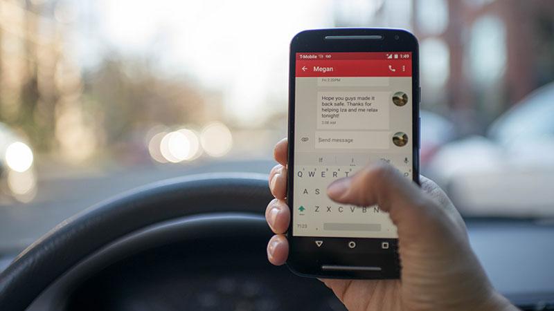 blur-car-cellphone-230554
