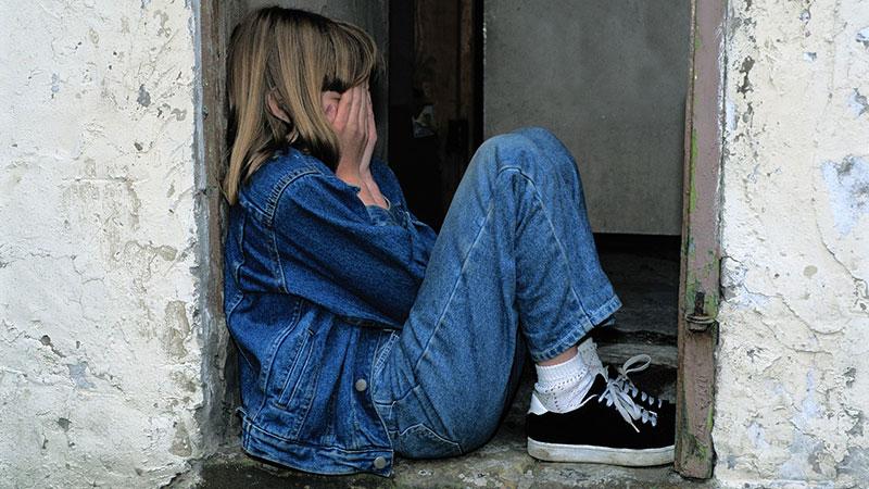 child-sitting-1816400_1280